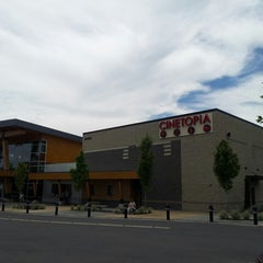 Photo taken at Cinetopia by Chelsey B. on 7/27/2014