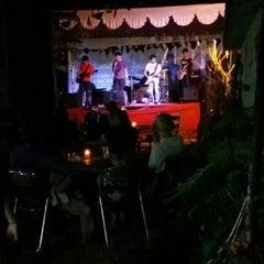 Photo taken at Jalaprang Street Food Court by Yan R. on 9/12/2015