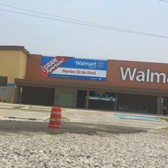 Foto tomada en Walmart Paraíso por Vero M. el 4/30/2013