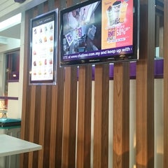 Photo taken at Chatime by Sabyy Burn on 2/12/2015