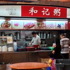 Photo taken at Ho Kee Porridge 和记粥 by Gerard T. on 1/7/2013