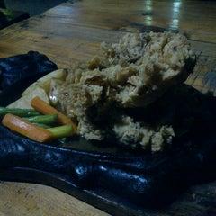Photo taken at Kampoeng Steak by Elisa N. on 3/5/2013