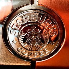 Photo taken at Starbucks by Dmit R. on 10/8/2014