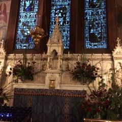 Foto tirada no(a) The Church of St. Mary the Virgin por Dave C. em 12/31/2014