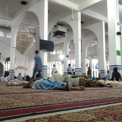 Photo taken at Masjid Sultan Ismail by syed s. on 7/12/2013