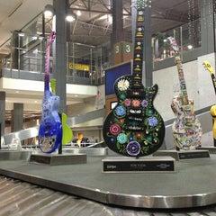 Das Foto wurde bei Austin Bergstrom International Airport (AUS) von Urvi B. am 6/10/2013 aufgenommen