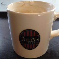 Photo taken at TULLY'S COFFEE 本厚木 by 岡本 茂. on 2/21/2013