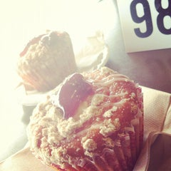 Photo taken at My Favorite Muffin Bagel & Cafe by Steve L. on 10/6/2012