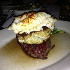 Photo taken at Morton's Steakhouse by Andrew S. on 12/8/2012