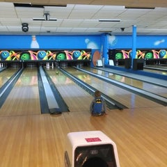 Photo taken at Chipper's Lanes by Ian C. on 12/22/2013