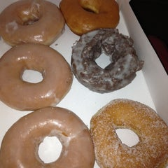 Photo taken at Krispy Kreme Doughnuts by Ajua H. on 11/22/2012