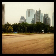 Photo taken at Parkir Timur Senayan by Faaqih I. on 11/21/2012