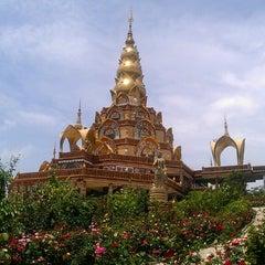Photo taken at วัดพระธาตุผาซ่อนแก้ว (Wat Phra That Pha Son Kaew) by Tonor L. on 5/22/2013