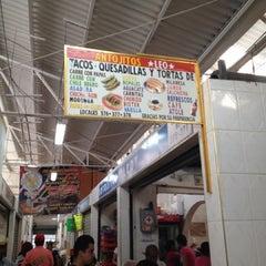 Photo taken at Mercado La Cruz by Fernando G. on 4/5/2013