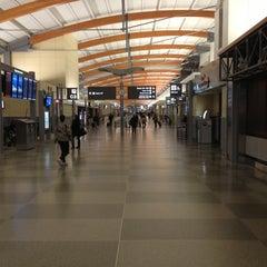 Photo taken at RDU - Terminal 2 by Роман В. on 11/26/2012