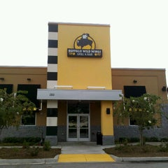 Photo taken at Buffalo Wild Wings by Pauline H. on 10/8/2012
