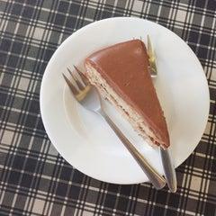 Photo taken at Cream by Café de Tu (ครีม บาย คาเฟ่ เดอ ตู) by surutwadee on 1/15/2015