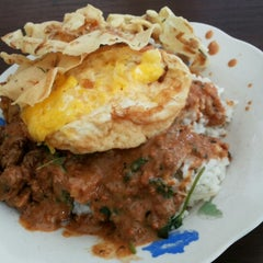Photo taken at Jalan Trunojoyo - Mojokerto by Recommended P. on 5/13/2014