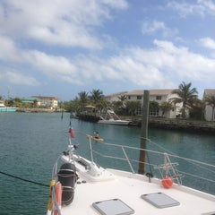 Photo taken at Ocean Reef Yacht Club And Resort by Auto Sofort Kauf CH w. on 1/9/2013