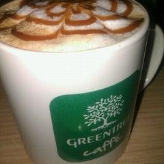 Photo taken at Greentree Caffé by Juliette Liovník R. on 12/12/2012