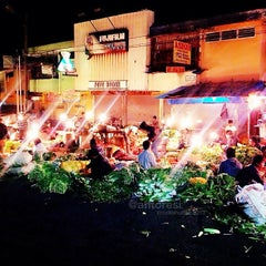Photo taken at Pasar Bogor by anto r. on 6/10/2013
