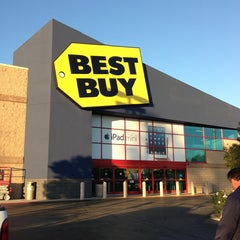 Photo taken at Best Buy by Derick T. on 1/9/2013