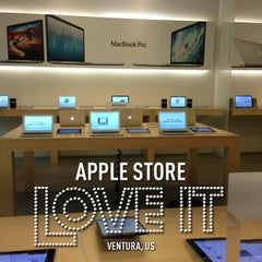 Photo taken at Apple Store, The Oaks by Stephen Y. on 1/30/2013
