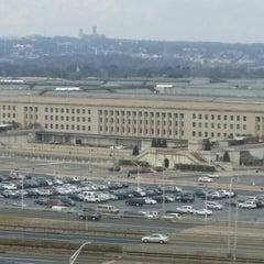 Foto tirada no(a) The Pentagon por Michael K. em 12/31/2015