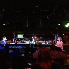 Photo taken at Ernie Biggs Chicago Style Dueling Piano Bar by Luis R. on 3/23/2013