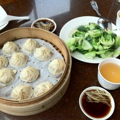 Photo taken at Din Tai Fung Dumpling House by Mk P. on 2/12/2013