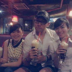 Photo taken at Highlands Coffee by Nghiêm T. on 12/29/2013