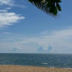 Photo taken at Rattanapura Beach Resort (รัตนปุระ บีช รีสอร์ท) by Mizu on 11/1/2014