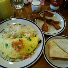 Photo taken at Bob Evans Restaurant by Wilfredo F. on 12/26/2012