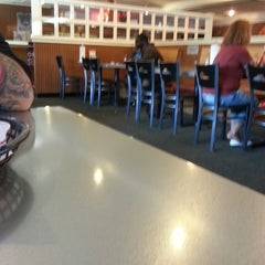 Photo taken at Pizza Hut by Robert M. on 6/8/2013