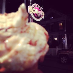 Photo taken at Ptown Scoop by Cuisine e. on 8/30/2013