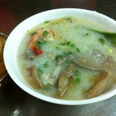 Photo taken at Cháo Thuận Phát by Huong H. on 11/1/2012