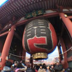 Photo taken at 浅草寺 雷門 (Kaminarimon Gate) by Hidemi M. on 1/5/2013