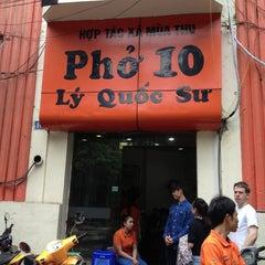 Photo taken at Phở 10 Lý Quốc Sư by Hung N. on 7/9/2013