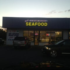 Photo taken at VIP New Orleans Seafood by Vernon K. on 2/18/2013