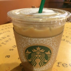 Photo taken at Starbucks (สตาร์บัคส์) by Jolly B. on 11/19/2015