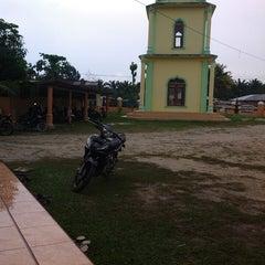 Photo taken at Mesjid jamik D.menampang by Budi H. on 4/18/2014