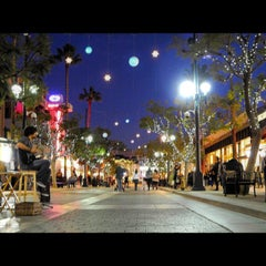 Photo taken at Third Street Promenade by Kevin R. on 11/24/2012