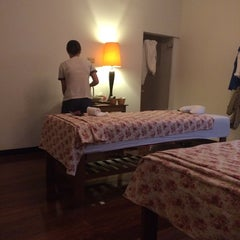 Photo taken at Baan Suan Massage (บ้านสวนมาสสาจ) by Anny S. on 11/15/2014