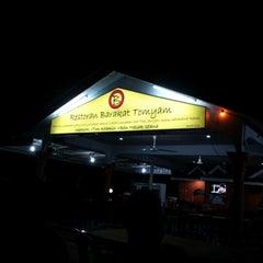 Photo taken at Barakat Tomyam Seafood by Axllee L. on 1/1/2013