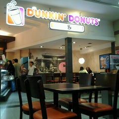 Photo taken at Dunkin' Donuts by Cin C. on 3/15/2014