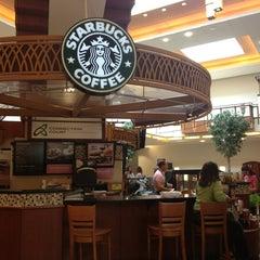 Photo taken at Starbucks by Chi N. on 3/23/2014