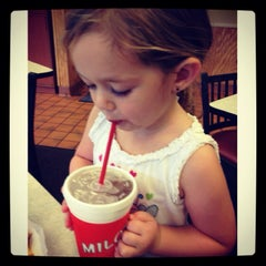 Photo taken at Milo's Hamburgers by Lisa W. on 9/9/2013