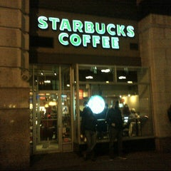 Photo taken at Starbucks by Cesar, Jr. C. on 12/12/2012
