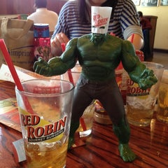 Photo taken at Red Robin Gourmet Burgers by Kenny C. on 3/23/2013