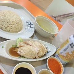 Photo taken at Mr. Chicken Rice by iquetti on 10/4/2014